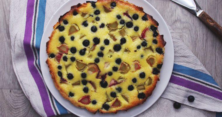 Cheesecake printanier aux myrtilles et à la rhubarbe