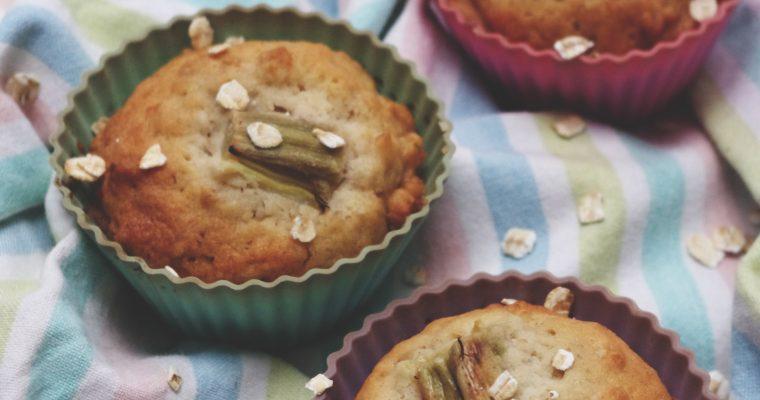 Muffins à la cannelle, rhubarbe et flocons d'avoine